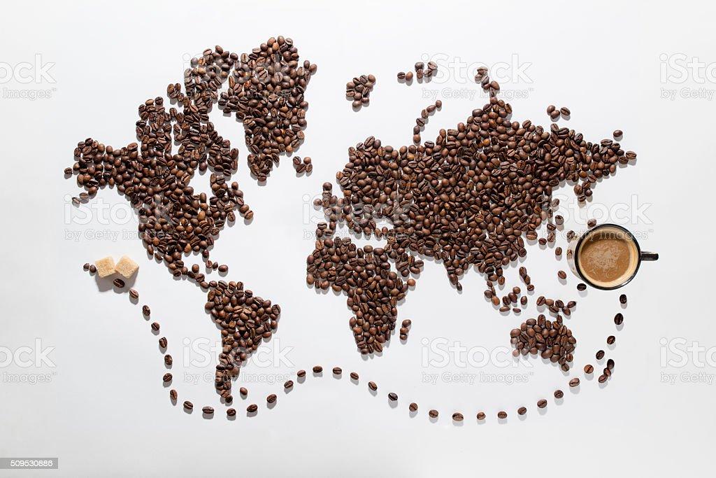 Mapa do mundo feita de grãos de café/com Traçado de Recorte - foto de acervo