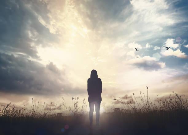 koncepcja światowego dnia zdrowia psychicznego - niebo życie pozagrobowe zdjęcia i obrazy z banku zdjęć