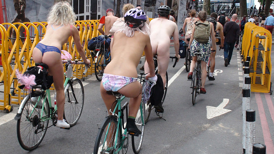 Naked cycling: Lads and lasses strip off in Manchester for