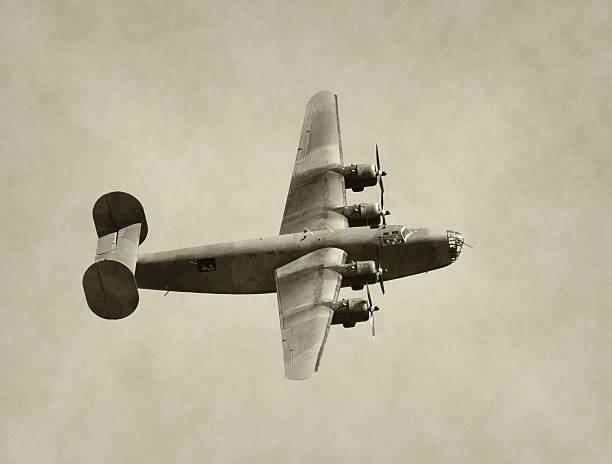 World War II era bomber World War II era American bomber in flight bomber plane stock pictures, royalty-free photos & images