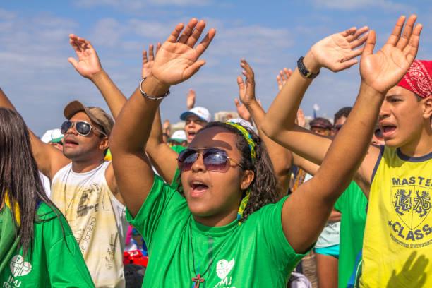 dünya gençlik günü 2013 copacabana 'da kitle - pope francis stok fotoğraflar ve resimler