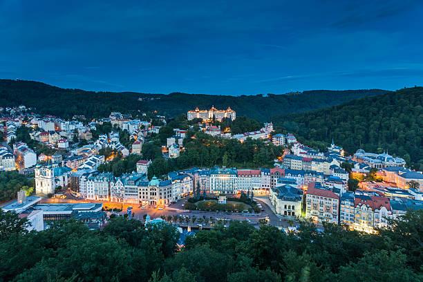 Weltweit bekannt für seine mineral springs, die Stadt Karlovy Vary – Foto