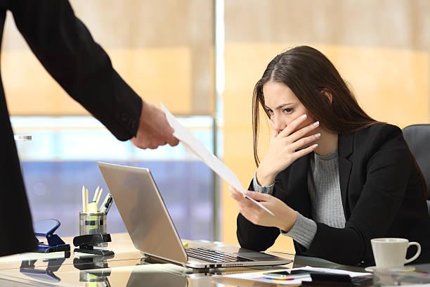 worried businesswoman receiving notification - kündigung arbeitsvertrag stock-fotos und bilder