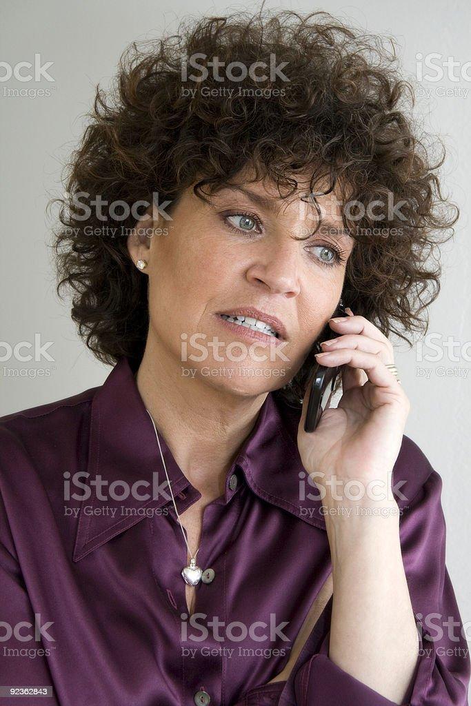 Besorgt Mutter mit Handy Lizenzfreies stock-foto
