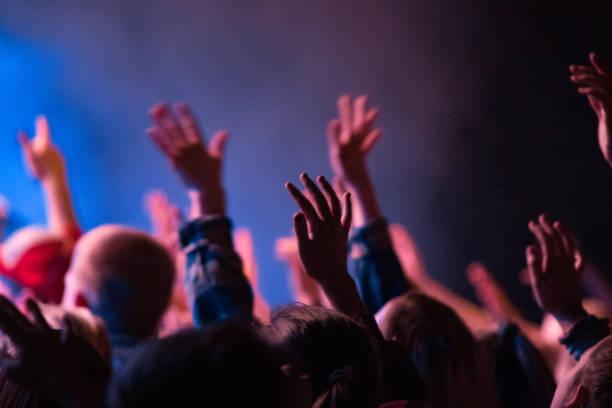 敬拜舉手 - prayer 個照片及圖片檔