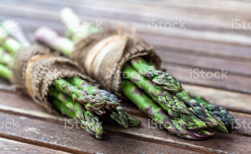 Wrapped asparagus in jute on wooden background. zbiór zdjęć royalty-free