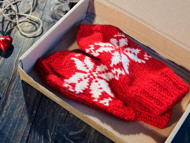 包裝聖誕禮物 - 針織品 個照片及圖片檔