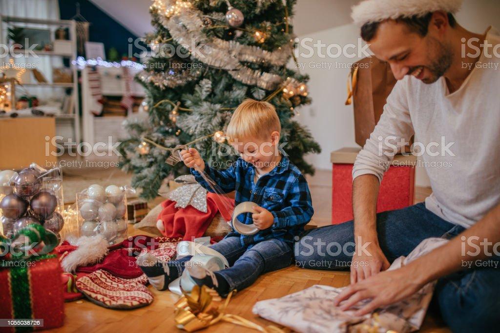Geschenkpapier Weihnachten präsentiert mit meinem Vater – Foto