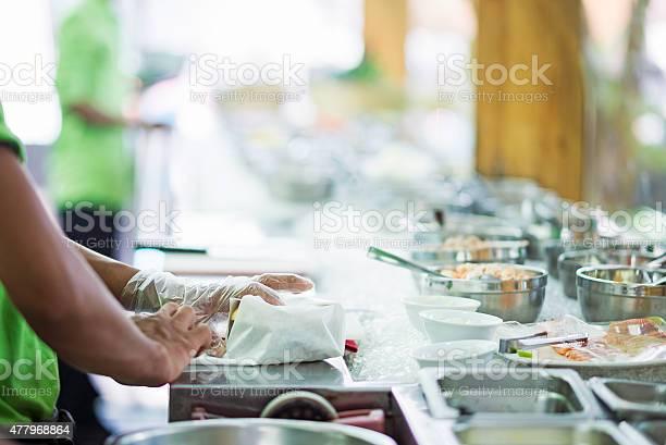 Wrapping sandwich in salad bar preparation counter picture id477968864?b=1&k=6&m=477968864&s=612x612&h=tn qx9 ve3zcw fr8lcvhlt l3hoqsuwnlggugwysra=