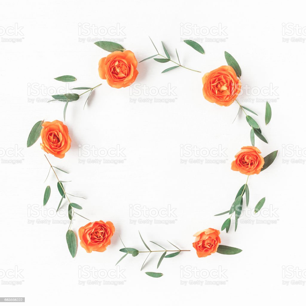 Wreath made of orange rose flowers and eucalyptus leaves - foto stock