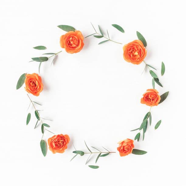 Wreath made of orange rose flowers and eucalyptus leaves - foto stock