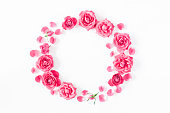 istock Wreath made of pink rose flowers. Flat lay, top view 909708348