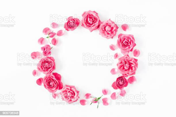 Wreath made of pink rose flowers flat lay top view picture id909708348?b=1&k=6&m=909708348&s=612x612&h=zkre7w4vipvznlxlk8wnhd8gip29e3loyggl5f1xkni=