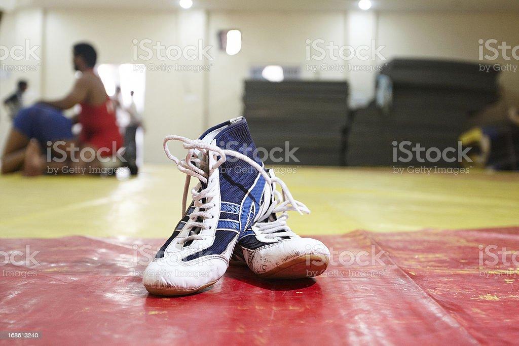 Fundas de lucha en el gimnasio - foto de stock