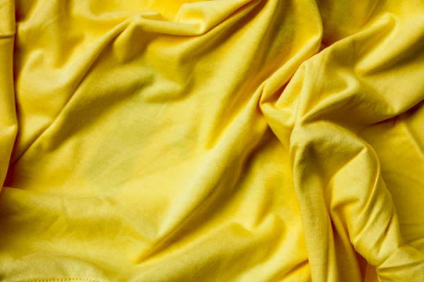 faltige leuchtend gelbe gestrick für den hintergrund - horizontal gestreiften vorhängen stock-fotos und bilder