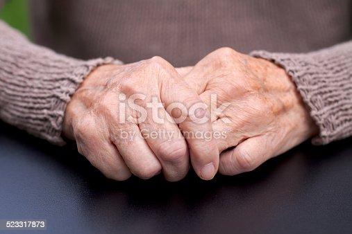 istock Wrinkled hands 523317873