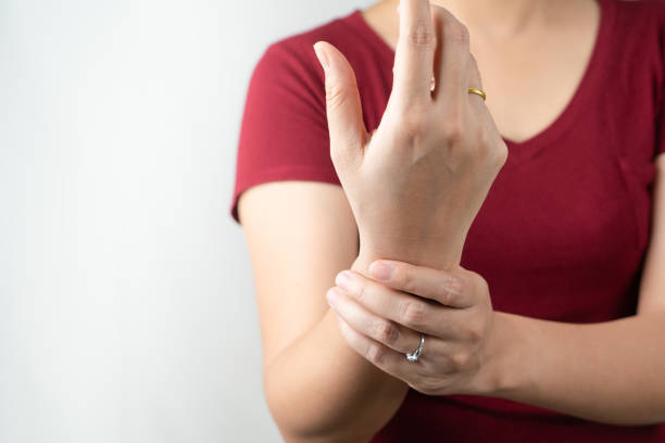 wrist arm pain, office syndrome of young woman, healthcare and medicine concept wrist arm pain, office syndrome of young woman, healthcare and medicine concept samenwerking stock pictures, royalty-free photos & images