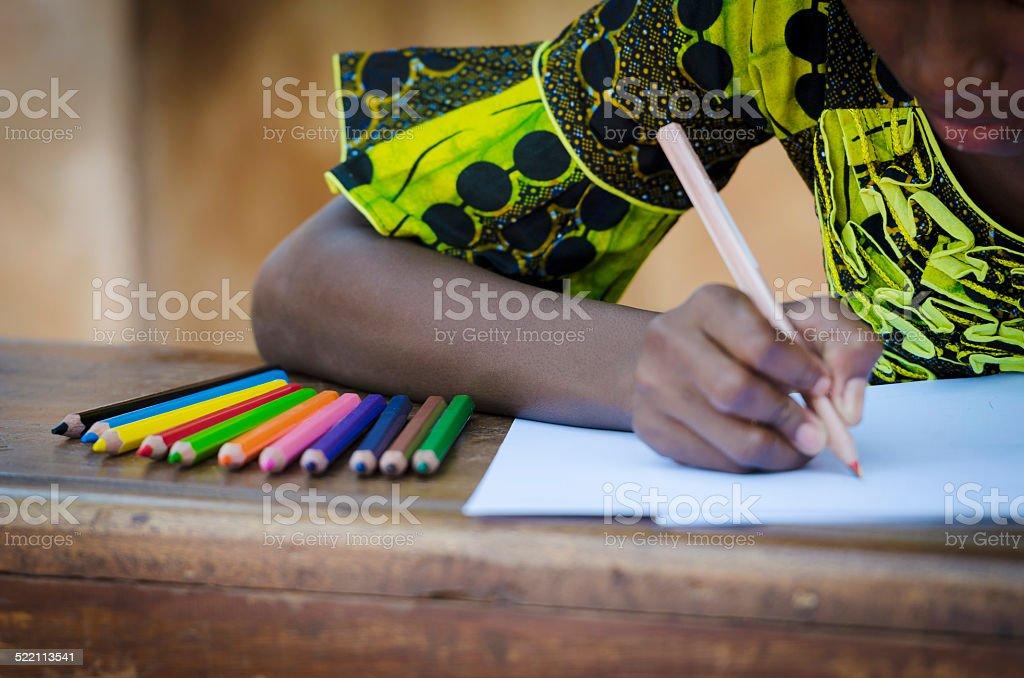Photo de Écrire activiténoir fille dessin de bureau image libre