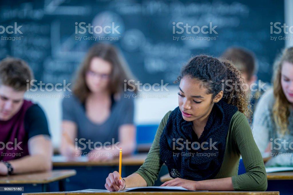 Escrevendo um exame - foto de acervo