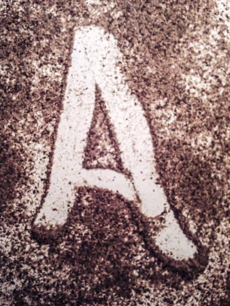 nesnelerle mektup yazma, izole tipografi arka plan birimi stok fotoğrafı