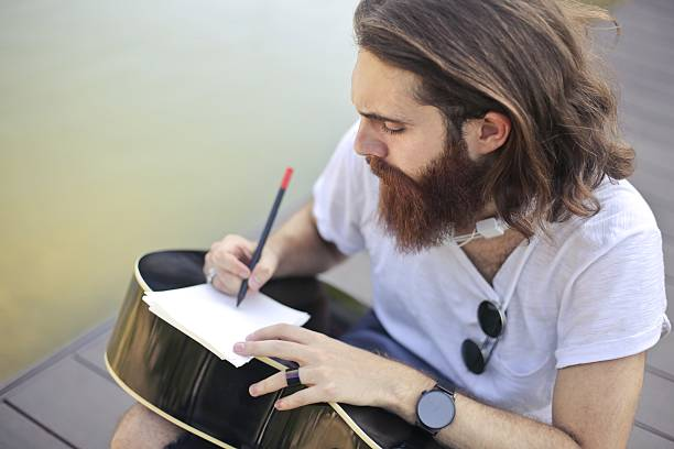 Writing on the guitar – Foto