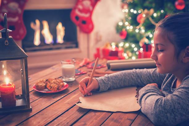 schreiben santa claus - weihnachts wunschliste stock-fotos und bilder