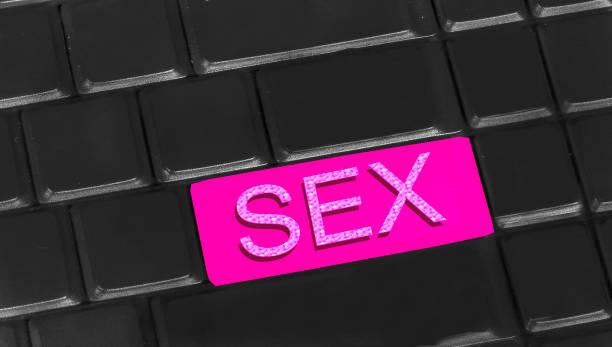 sex auf tastatur geschrieben - tastatur bilder stock-fotos und bilder