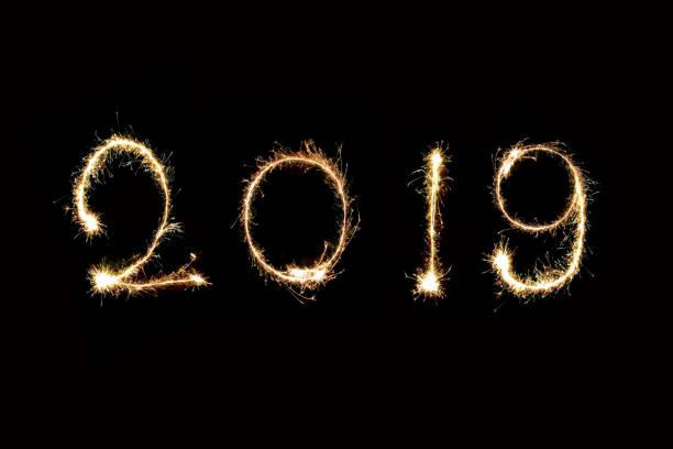 2019 mit sparkle feuerwerk neujahr 2019 konzept geschrieben. - erfolgreich wünschen stock-fotos und bilder