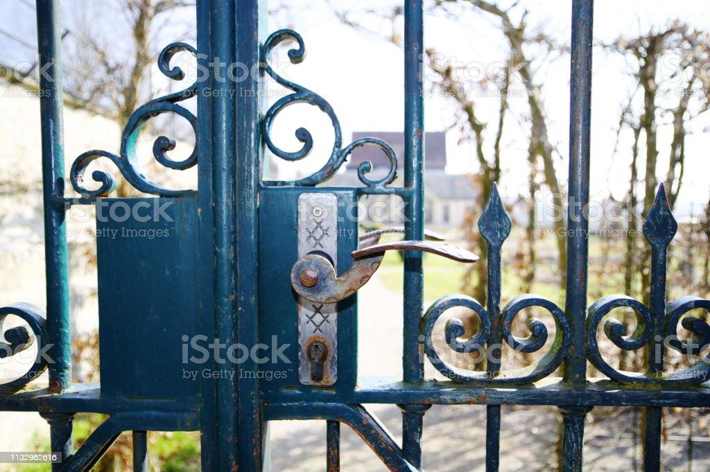 Photo libre de droit de Porte De Jardin En Fer Forgé Avec ...
