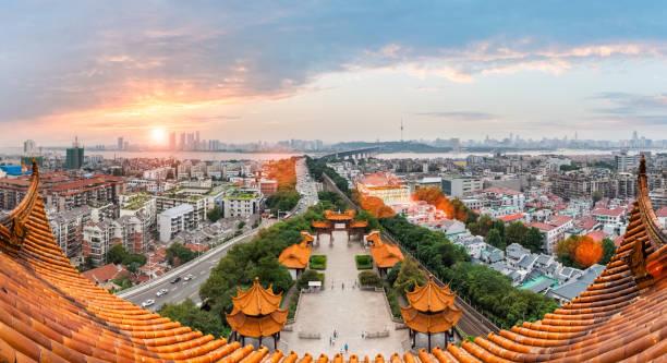 Wuhan Stadtbild im Sonnenuntergang – Foto