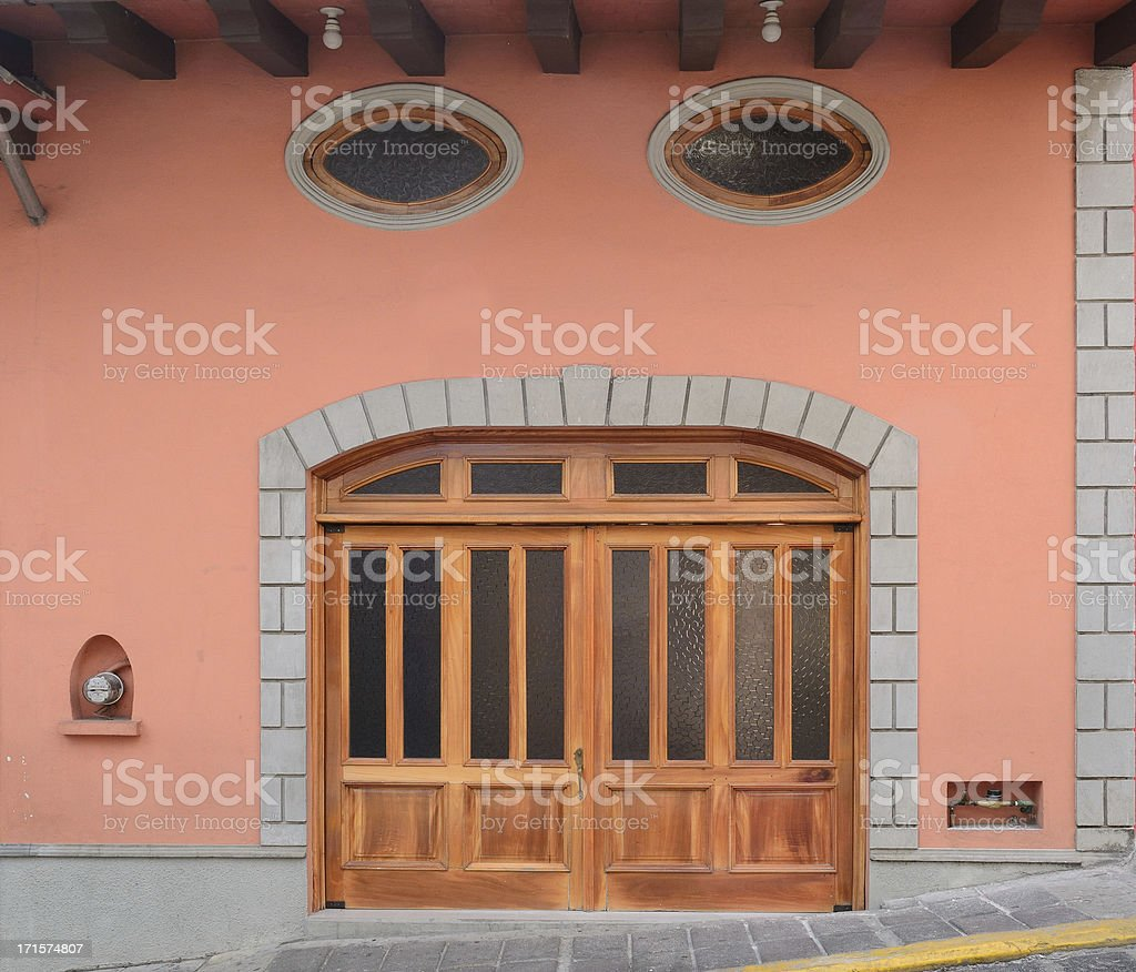 Puertas De Madera Xalapa Camas Dobles Foto De Stock Y Mas Banco De