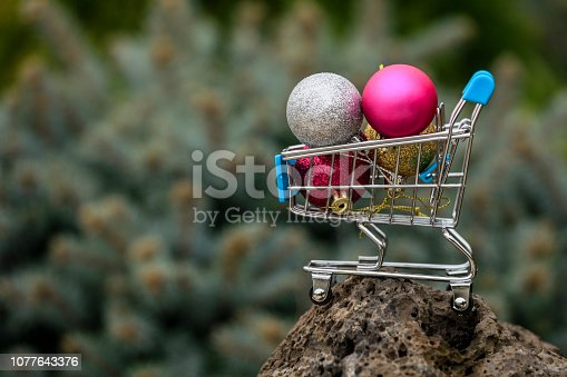Xmas decorative items in mini shopping cart