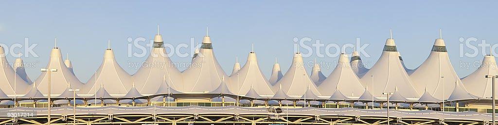 XXXG panorâmica do Aeroporto Internacional de Denver, ao amanhecer - foto de acervo