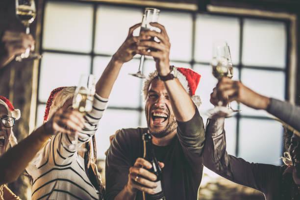ための yaaay、新しい年に乾杯! - 社内パーティ ストックフォトと画像