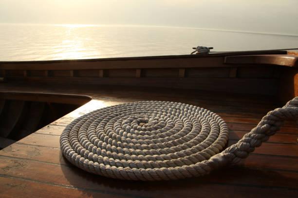 yacht und seil - terrassen deck design stock-fotos und bilder
