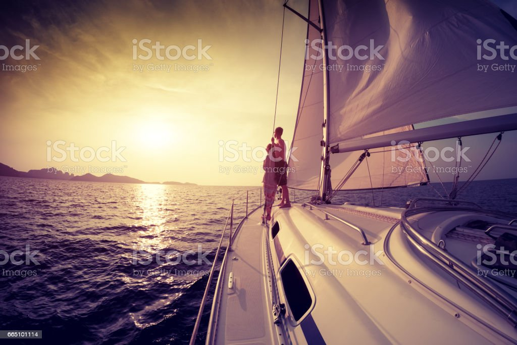 Yacht at sunset - foto stock