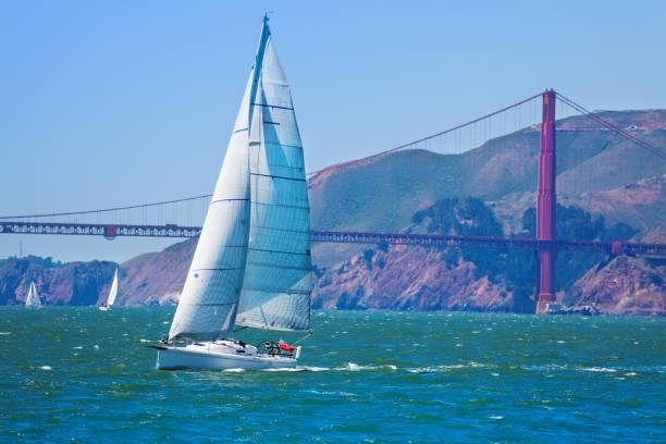 Yachtsegeln in der Bucht von San Francisco, USA – Foto