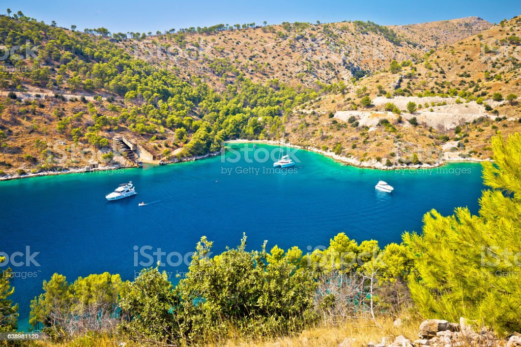 Yachting bay on Brac island coast – Foto