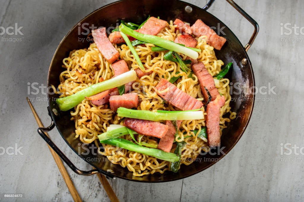 Yakisoba, Japanese Pan Fried Noodle, with Ham and Scallion in Cast Iron Pot stock photo