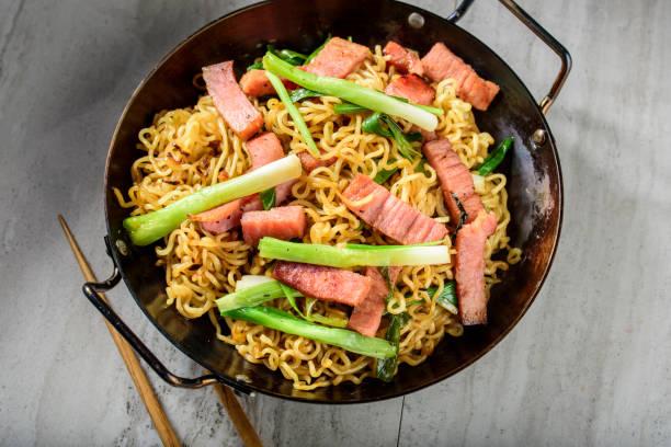 Yakisoba, Japanese Pan Fried Noodle, with Ham and Scallion in Cast Iron Pot stock photo