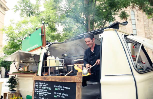 yakisoba straße nahrung - streetfood stock-fotos und bilder