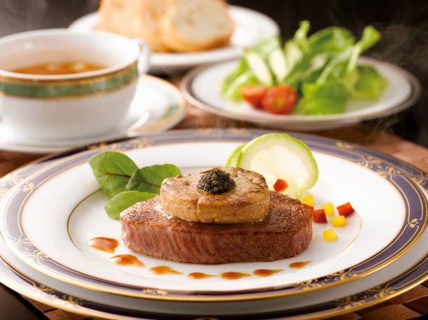 yamagata carne filete filete caviar de rossini - comida francesa fotografías e imágenes de stock