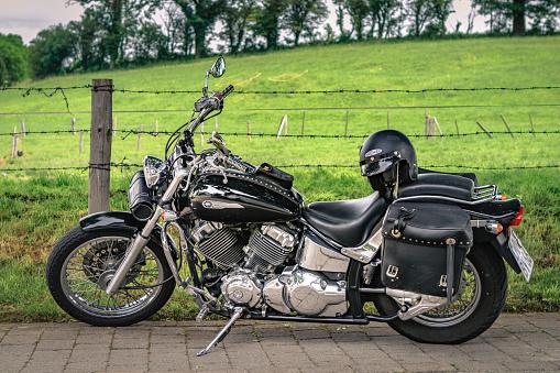 Yamaha Dragstar XVS 650 Custom chopper cruiser motorbike