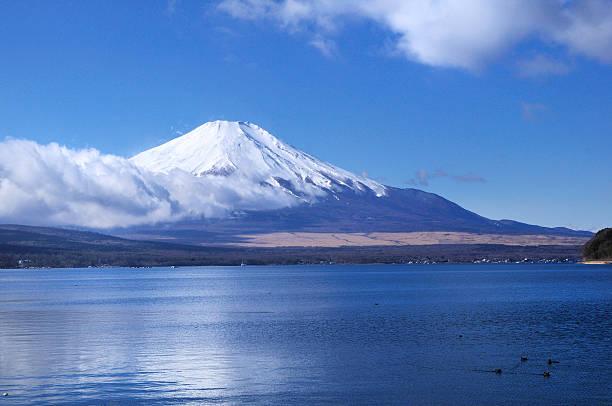 fu yamanaka 実装 - yamanaka lake ストックフォトと画像