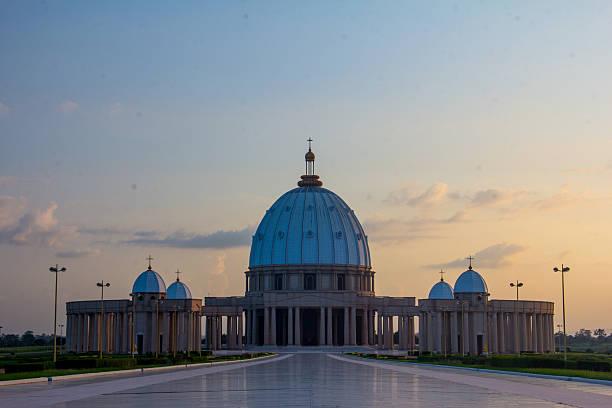 Yamssoukro Cathedral Yamssoukro Cathedral in Cote d'Ivoire côte d'ivoire stock pictures, royalty-free photos & images