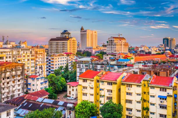 yangon, myanmar cityscape - burma home do zdjęcia i obrazy z banku zdjęć