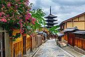 istock Yasaka Pagoda and Sannen Zaka Street in the Morning 537293864