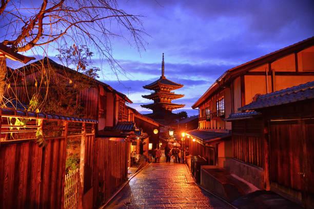 Yasaka pagoda in twilight time at alley of japanese old town picture id867723636?b=1&k=6&m=867723636&s=612x612&w=0&h=lfst9kkgj4klhsbcyqzbgdapnzpiuszync6hfown b8=