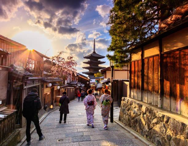yasaka pagoda kioto, japón - kyoto fotografías e imágenes de stock