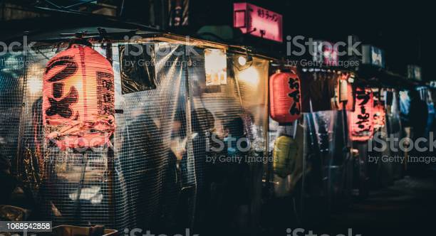 Yatai japanese food stalls late at night in fukuoka japan picture id1068542858?b=1&k=6&m=1068542858&s=612x612&h=dyc3iwwxrsjyg2bcl8vhunlhdn5qjtdt5 bhgoxkuq4=